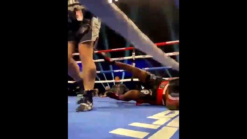 Супертяжёлый вес (свыше 90,7 кг). Сонни Конто брутально нокаутировал в 1-м раунде Вальдо Кортеса Акосту