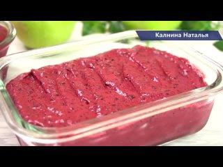 Десерт из замороженных ягод со сгущенкой.