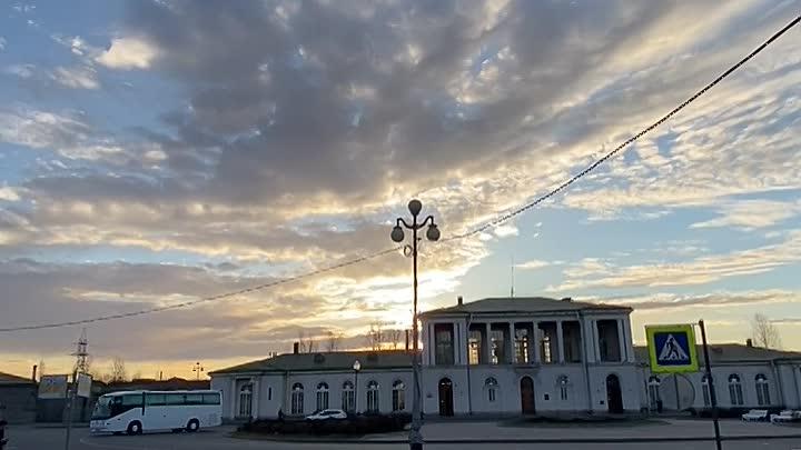 В Пушкине пожар на Привокзальной площади, в здании временно закрытого Сбербанка и Великолукского мя...