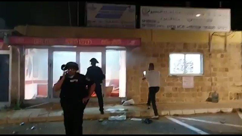 В Тель Авиве подвергся нападению полицейский участок