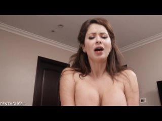 Emily Addison - Женщина в возрасте трахается молодым ебаром (Мамку зрелую тёщу инцест мачеху пасынка Mom mature milf stepson