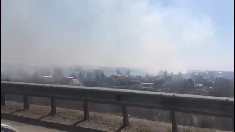 Борьба со стихией в Омске 34 пожарных отбивали дачи у огня