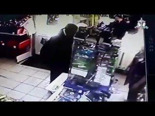 Пьяный житель Башкирии напал на продавщицу из за водки