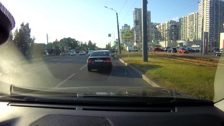 Вчера в 19:45 Audi двигалась хвостиком за пожарным Пазиком и проехала перекресток Хошимина и Компози...