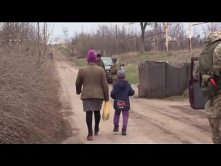 «Ребенок кричит из-за обстрелов» — Донбасс и Украина: жизнь на линии соприкосновения {}