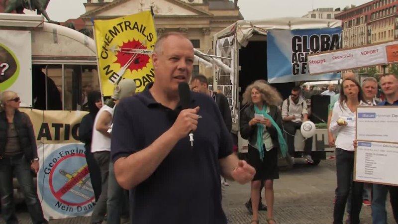 Christoph Hörstel Demonstration gegen Chemtrails GMACAG Berlin 25 4 2015