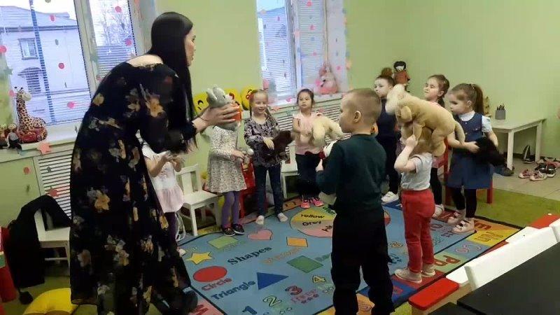Teddy Bear танец с медвежатами в группе малышей 4 6 лет на уроке английского в языковом центре InterBEST г Волжск