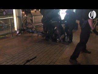 Антифашист напал на полицейского