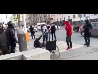 Провокаторы и их спектакль с целью опорочить полицейских