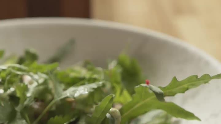 Теплый салат с пряной курицей // Рецепты от Solo