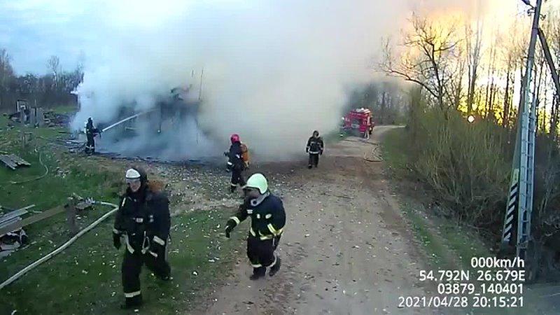 В Мядельском районе 12-летний мальчик на руках вынес из огня младшего брата, а потом потерял сознание. Он в тяжелом состоянии.