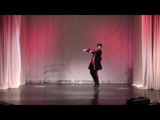 Танцует Равиль  Давлетбаев, «Центр досуга и народного творчества» Чукотский АО, п.Эгвекинот