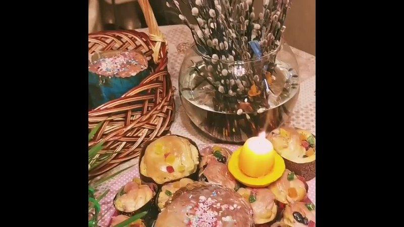 Сегодня необыкновенный день Великий четверг и мы с ребятами все вместе приготовили куличики и покрасили яйца Каждый вложил ч