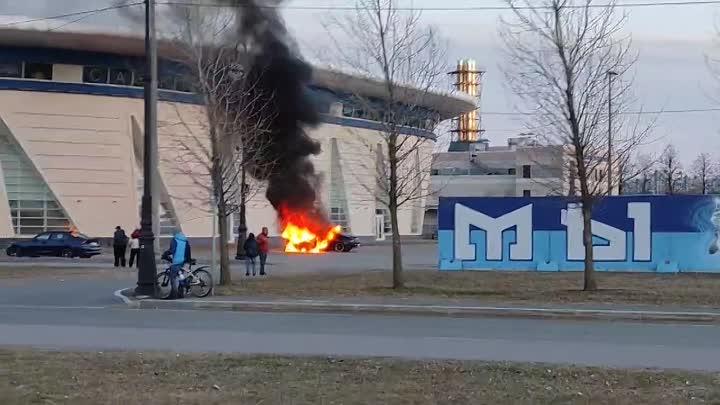 Дрифтили дрифтили возле Сибур арены и загорелись...