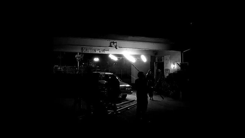 Фиби на съёмках фильма Ночная смена