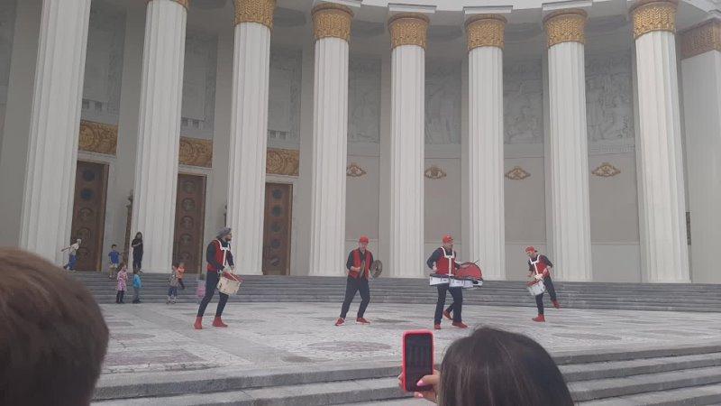 Москва ВДНХ крутые барабанщики