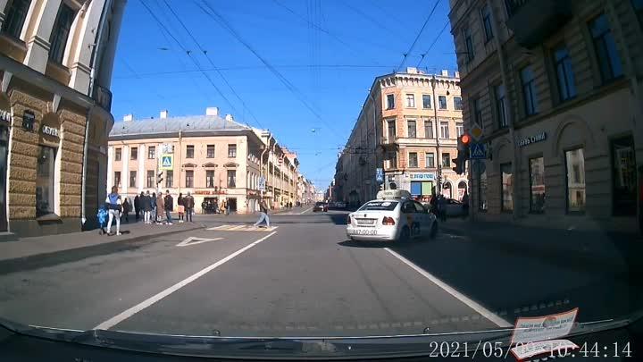 Веста повернула налево с Садовой на Гороховую со второго ряда, как это предписывают знаки, а левее ...