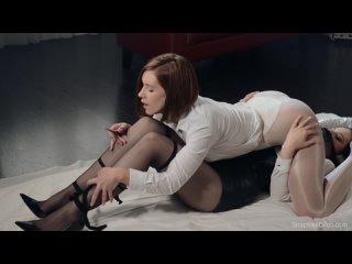 Straplessdildo danielle sits on ella martins face dildo watch online
