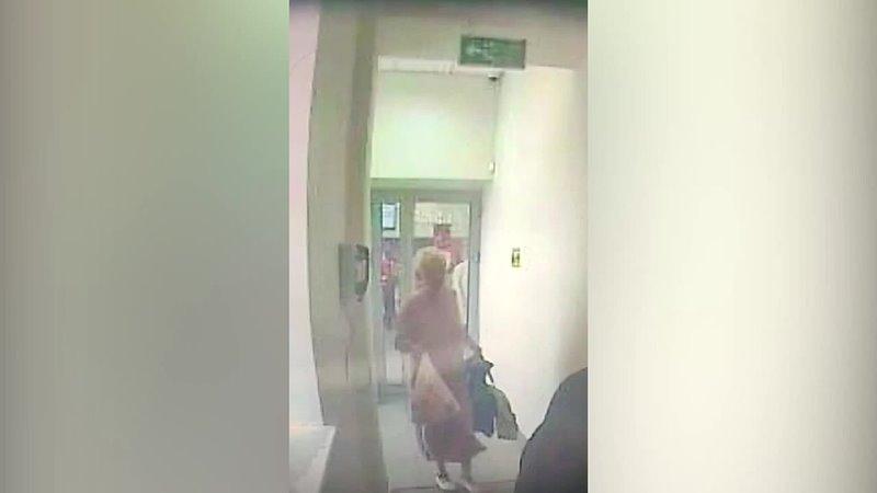 В Чебоксарах женщина забрала пакет с полумиллионом рублей объявлен розыск