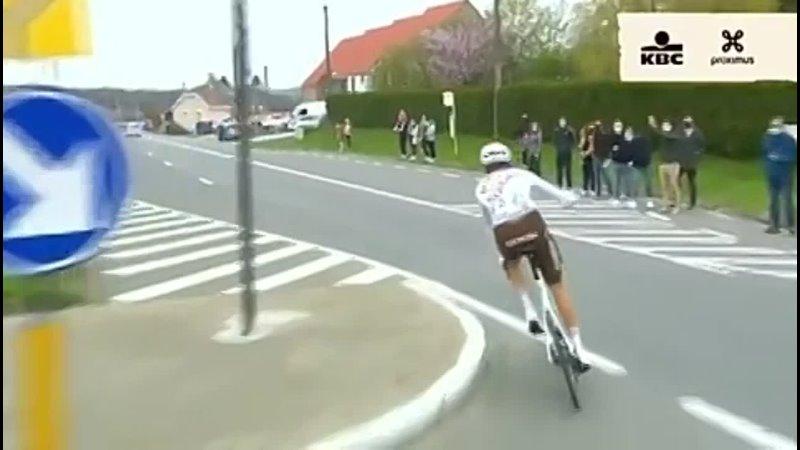 Дисквалификация Михаэля Шер во время гонки Тур Фландрии