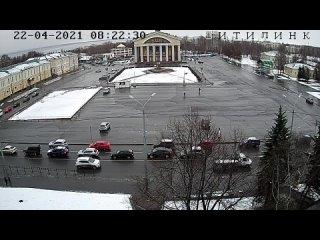 Не для слабонервных: электромонтажник упал с высоты вниз головой в Петрозаводске