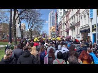 Manifestation contre les restrictions sanitaires aujourdhui à Rotterdam aux Pays-Bas.