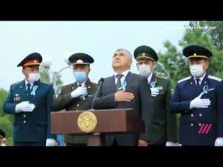 Как правильно держать руку при исполнении узбекского гимна