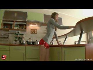 Сочный анал на кухне с русской хрупкой милашкой Китаной