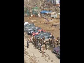 Военный оркестр поздравлял ветерана.