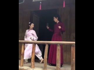 Сяо Чжань разучивает танец