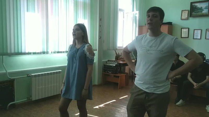 Соня и Руслан репетируют песню «Не орёл ли с лебедем купалися»