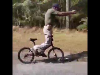 Не ходите по вело дорожкам