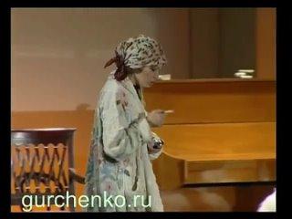 "Людмила Гурченко в спектакле ""Мадлен, спокойно!"""