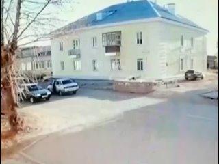 В Каменске-Уральском школьник со своими друзьями решили перебежать дорогу в стиле Наруто, но что-то пошло не так.