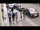 Две девушки устроили эротические танцы на улице Рубинштейна