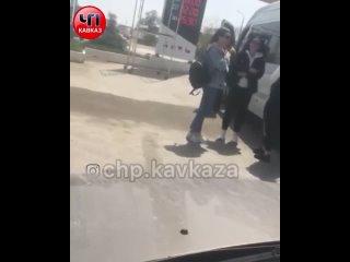 Русские туристки курят в Дагестане