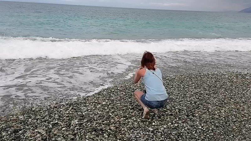Большие волны на море из за которых нам перенесли прогулку на катере