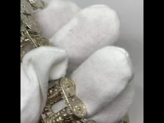 А всё начиналось с байкеров .. Именно они ввели в культ такие браслеты, выполненные в стиле мотоциклетной цепи, которая  напо
