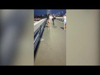 Обнаженные падшие ангелы на мосту в Ростове обескуражили горожан.mp4