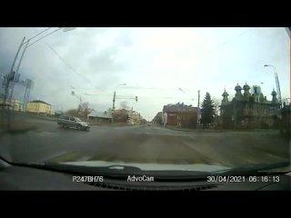 Не уступил главной дороге ()