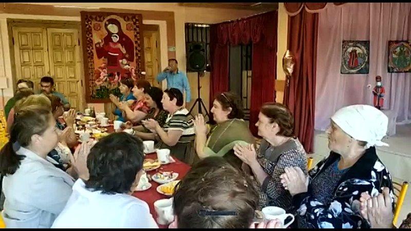 И чай пили и песни пели на добрых посиделках Дорогие люди в Кузьмино Отвержском сельском поселении