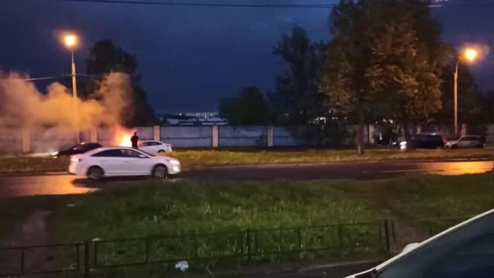Большевиков от Октябрьской набережной загорелся Фокус. Очевидцы потушили самостоятельно. 22:20