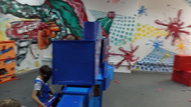 5 день Программа с бластерами в развлекательном центре NERF PLANET Команда синих против команды красных