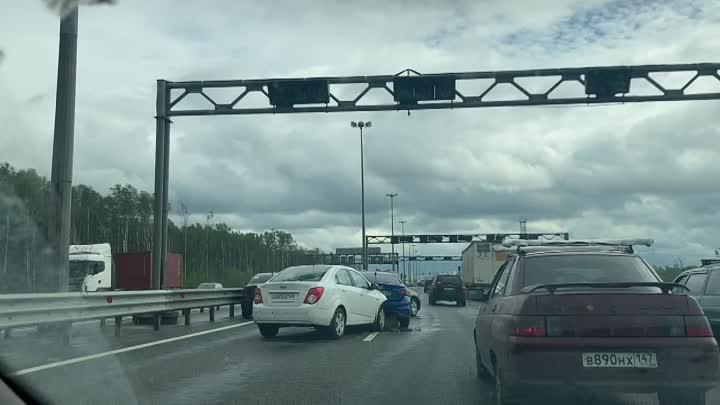 Паровоз на внутренней стороне КАД между съездом на Мурманское шоссе и съездом на Октябрьскую набереж...