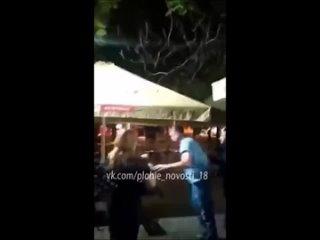 Шакал в Крыму пасся со своей чернильницей и ему показалось,что двое мужиков пялятся на его даму.Но был отпизжен как ишак плёткой
