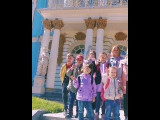 Наше путешествие по Санкт-Петербургу продолжается и сегодня мы с ребятами посетили Царское село). Ребята прогулялись по невероят