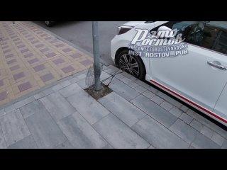 Ростовский автолюбитель приковал свою машину тросом к столбу -  - Это Ростов-на-Дону!