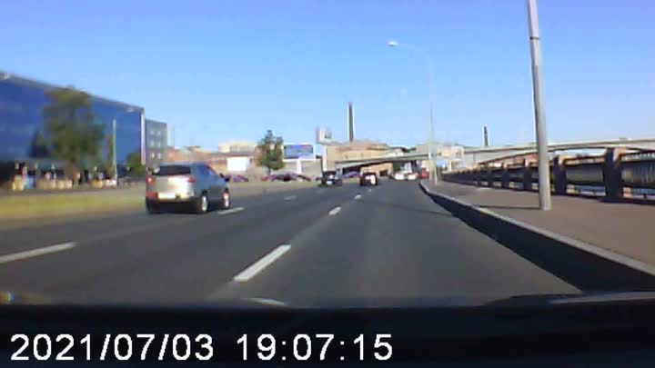 3 июля в 19:00 на Выборгской набережной, у Кантемировского моста Lexus спровоцировал аварию. «Проуч...