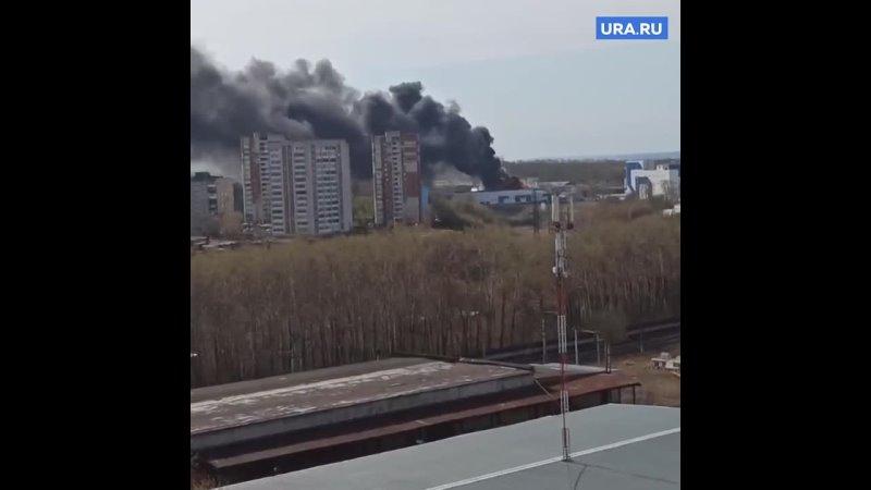 В Перми горит промышленный склад