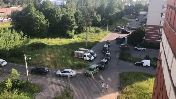 В Красногвардейском районе массовое нарушение ПДД, из-за ремонта Рябовского шоссе. Самые «умные» сре...